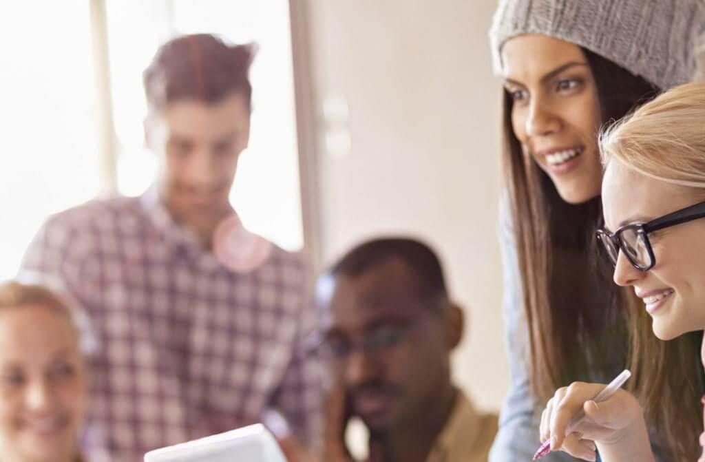 לא על המלצרות לבדה: משרות סטודנטים שכדאי לכם להכיר